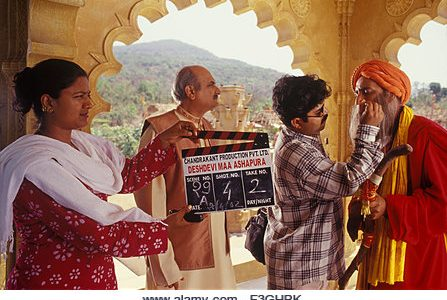 Film de Bollywood indien tournage fille battant tenant Conseil de battant du film hindi Deshdevi Maa Ashapura et faire - Image