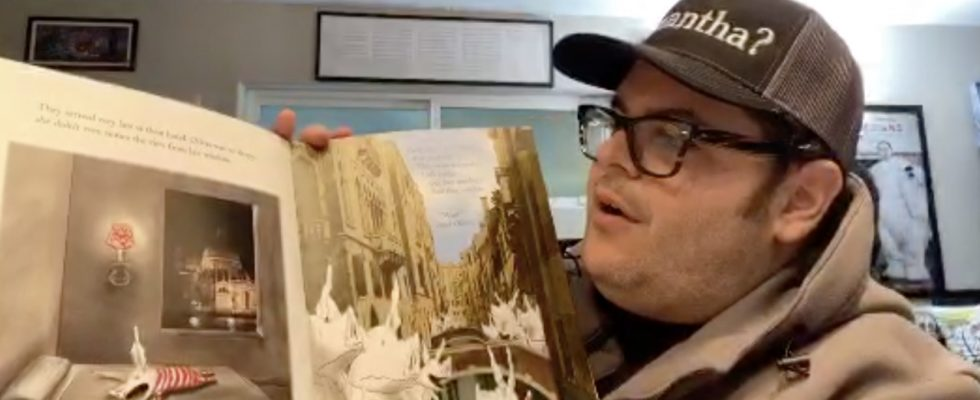 Josh Gad Reading to Kids